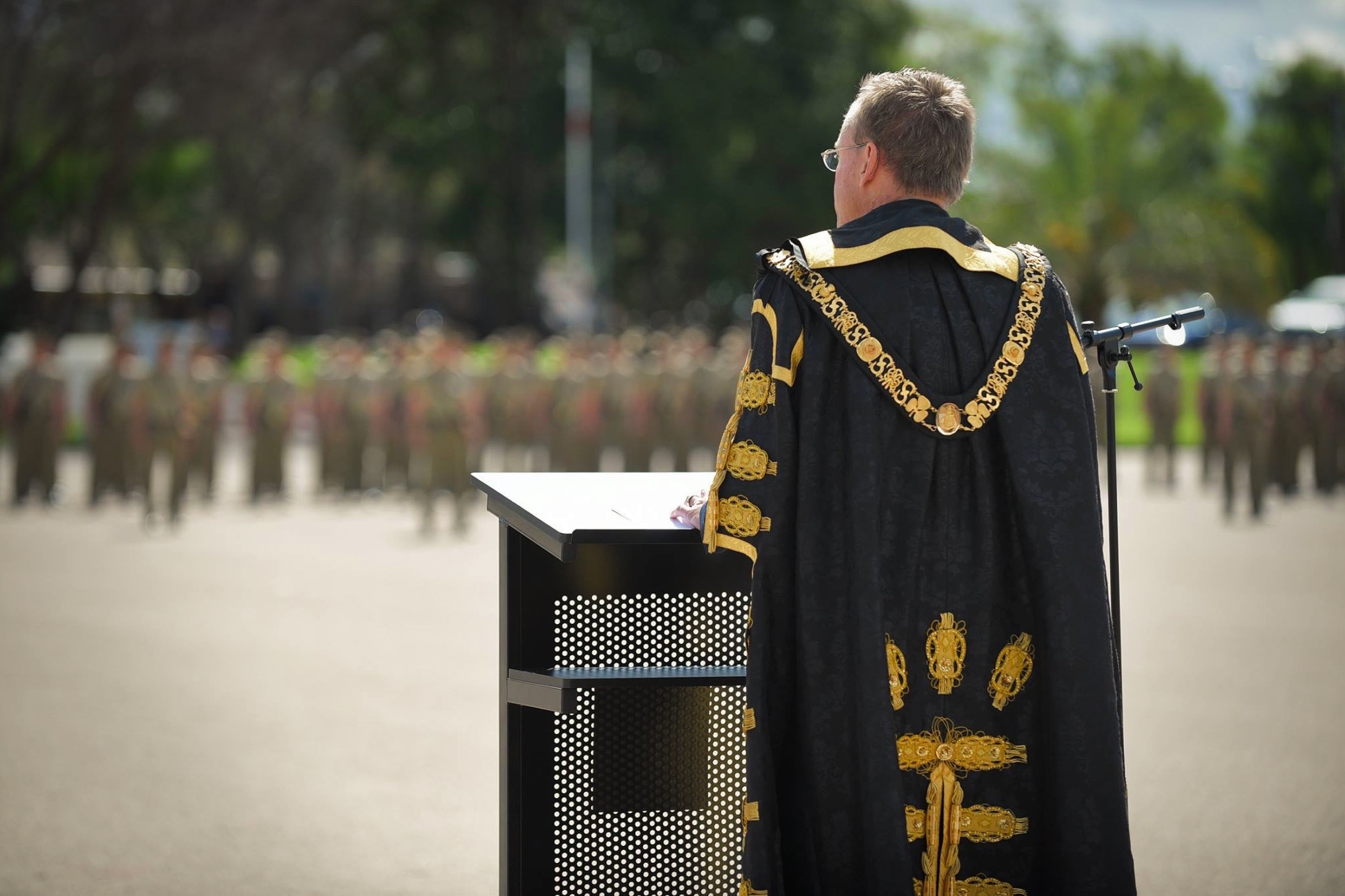 Lord Mayor Martin Haese addresses troops of the 10th/27th Battalion at the Torrens Parade Ground